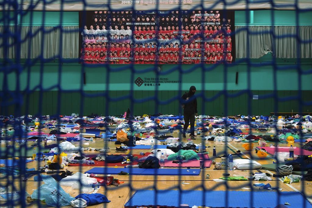 若者らが占拠を続けた香港理工大の体育館=19日(AP)