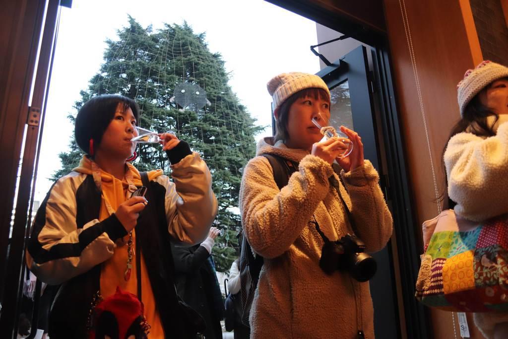 発表会でLUCEを試飲する参加者=3日、仙台市青葉区(塔野岡剛撮影)