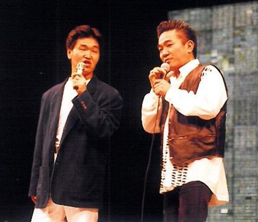 ラジオ出演をきっかけに、島田紳助(左)の要請で映画作りに加わった