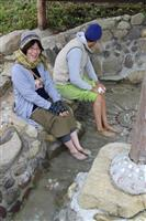 兵庫・神鍋高原に手作り足湯 かやぶき屋根の下で