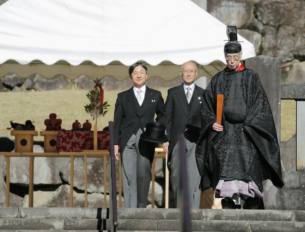 昭和天皇陵を参拝された天皇陛下=3日午前、東京都八王子市