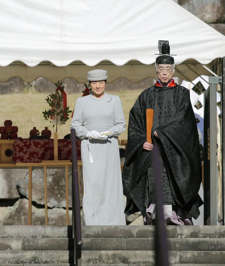 昭和天皇陵を参拝された皇后さま=3日午前、東京都八王子市