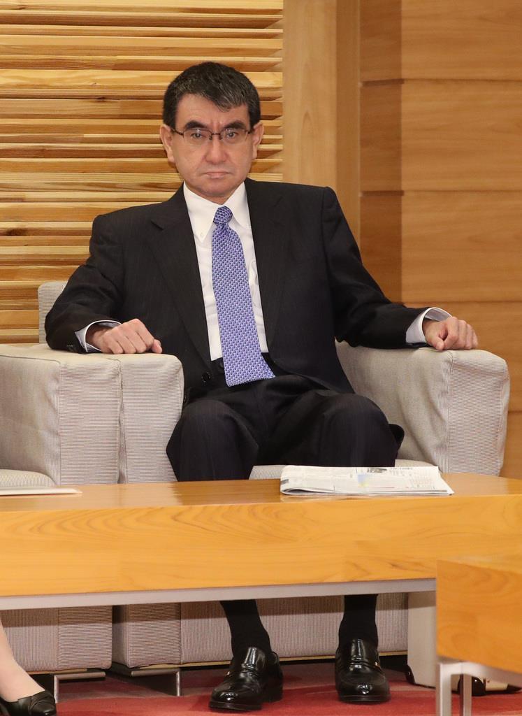 閣議に臨む河野太郎防衛相=3日午前、首相官邸(春名中撮影)