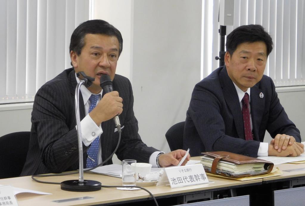 会見する関西経済同友会の池田博之代表幹事(左)ら=3日、大阪市(黒川信雄撮影)