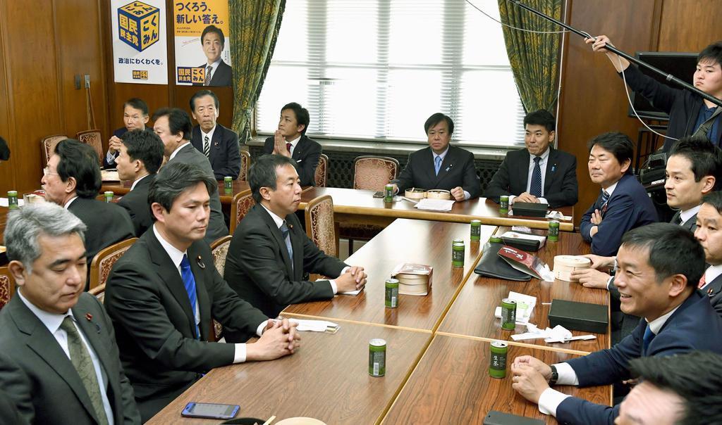 国会内で開かれた国民民主党所属衆院議員の懇談会=3日午後
