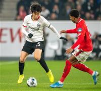 鎌田はフル出場、長谷部ベンチ外 ドイツ1部リーグ