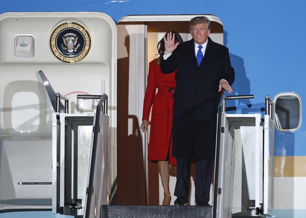 2日、ロンドンに到着したトランプ米大統領(AP)