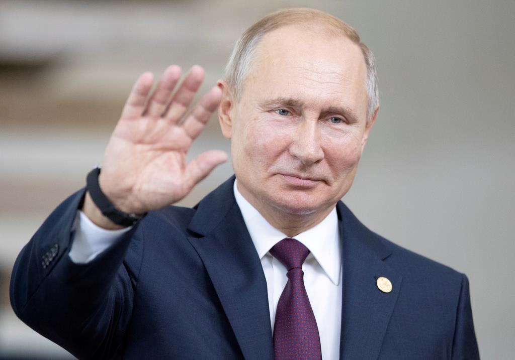 マスコミ法の改正案に署名したプーチン露大統領(ロイター)
