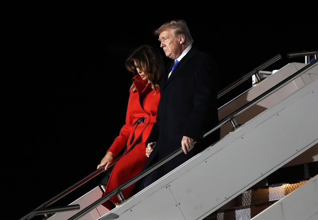 英国に訪問中のトランプ米大統領夫妻=スタンステッド空港(AP)