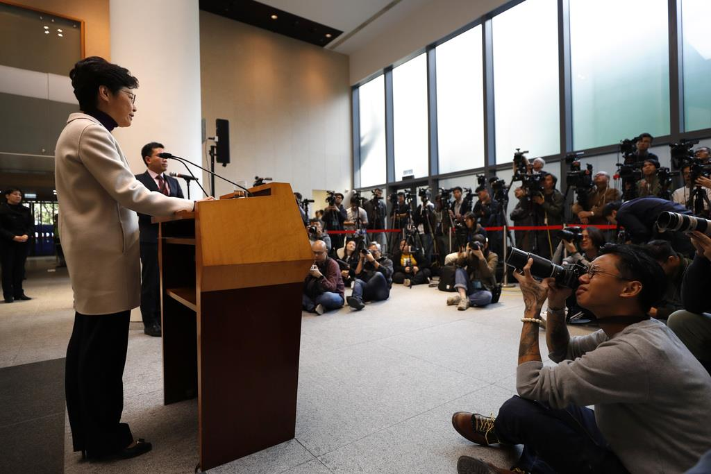 会見する香港の林鄭月娥行政長官=3日(AP)