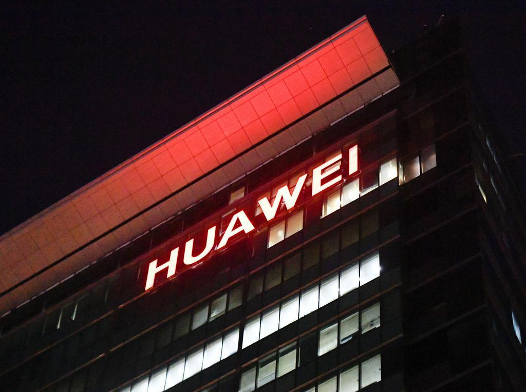 中国広東省深●(=土へんに川)市にある華為技術の本社ビル=10月(共同)