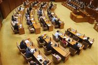 沖縄県議が報酬減額 首里城再建に計上求める
