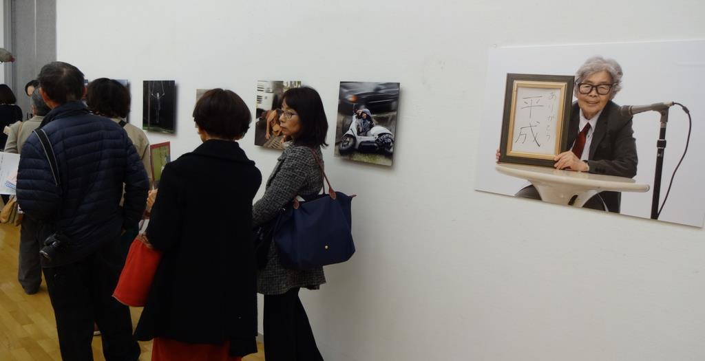 多くのファンが詰めかけた写真展=11月、広島県廿日市市