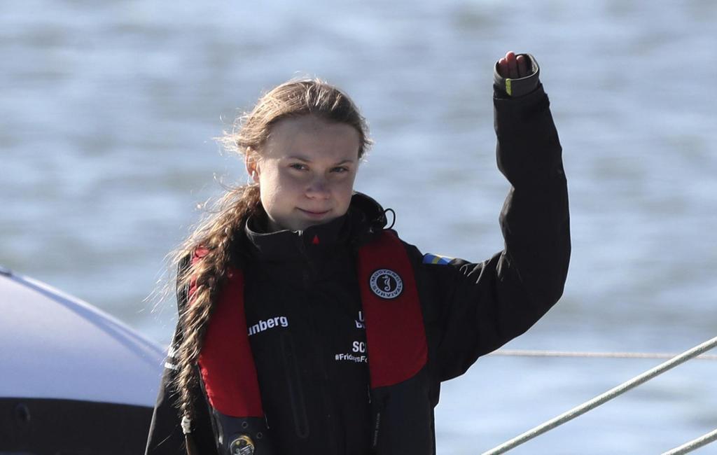 スペインで始まったCOP25参加を目指し、ヨットで大西洋を横断、ポルトガルのリスボンに到着したスウェーデンの環境活動家グレタ・トゥンベリさん(AP=共同)