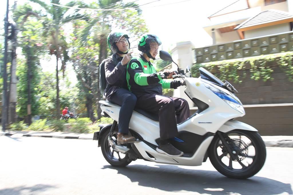 三菱商事や三菱自動車が出資するインドネシアのゴジェックのバイクによる配車サービス