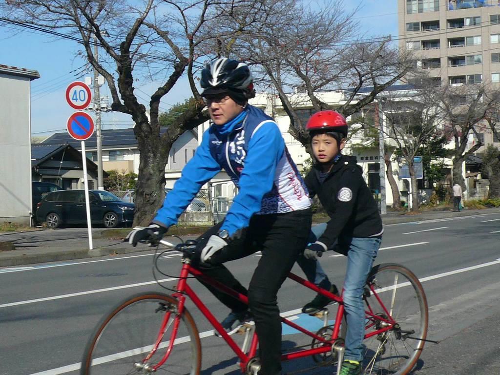 公道走行解禁を受けて行われたタンデム自転車の体験講習会(栃木県警提供)