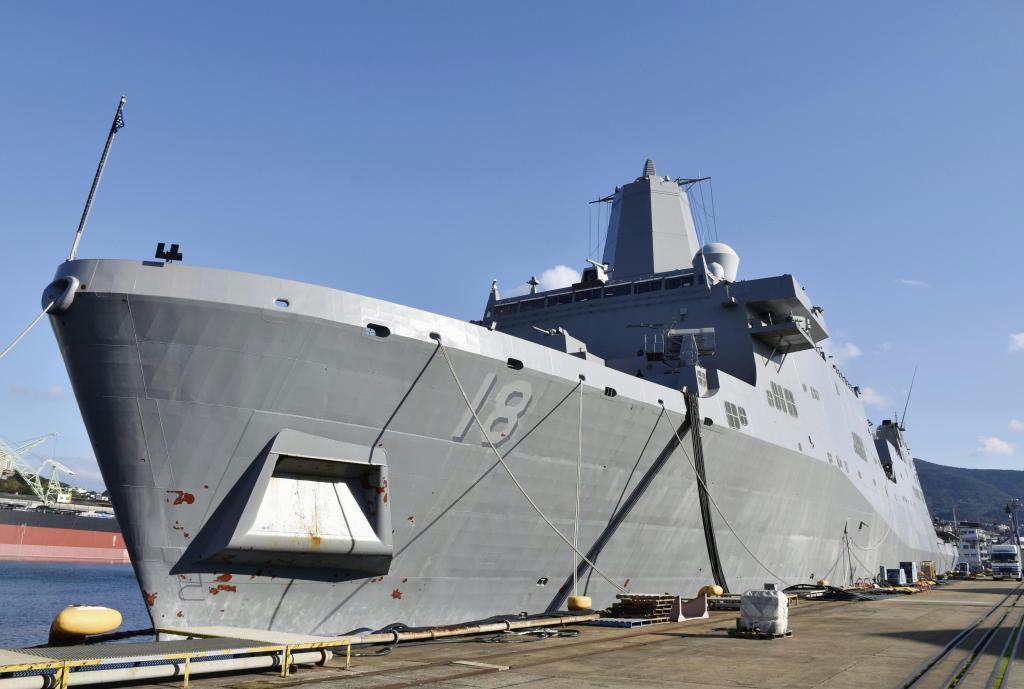 米海軍佐世保基地に配備されたドック型輸送揚陸艦「ニューオーリンズ」=4日