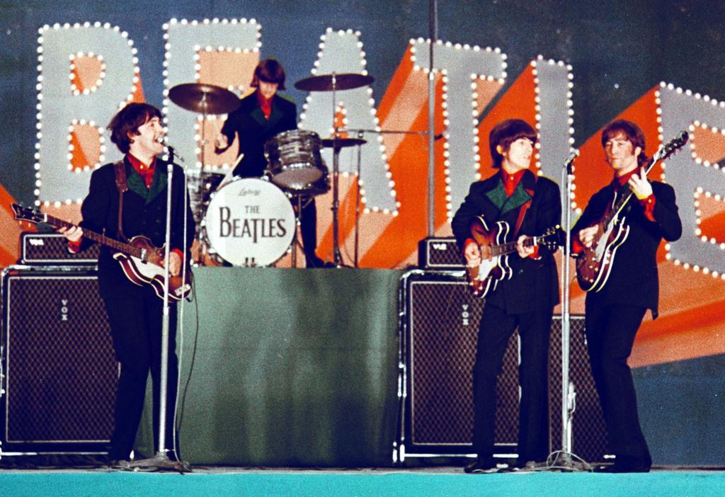 来日し、東京・日本武道館で公演するビートルズ =昭和41(1966)年
