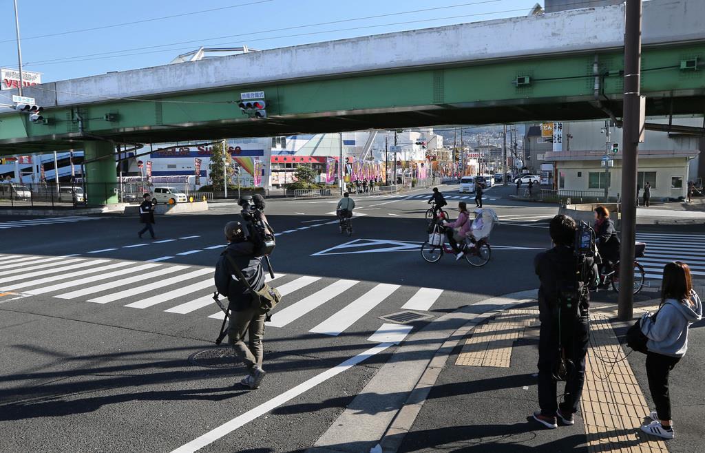 被告の男が護送車両から逃走した現場付近=11月9日午前8時57分、大阪府東大阪市(恵守乾撮影)