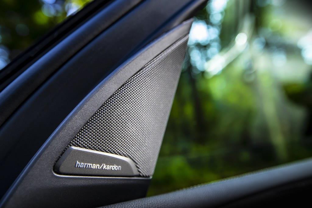 「ハーマン/カードン」のサウンド・システムは標準(600W、16スピーカー)。(C)Sho Tamura