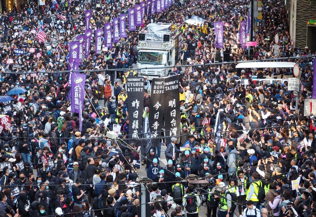香港デモ半年 反政府から反中へ抵抗運動続く 当局の「テロ」認定で ...