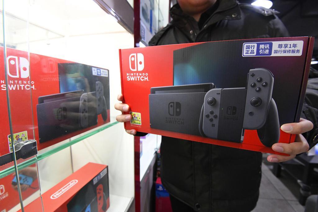 任天堂のゲーム機「ニンテンドースイッチ」の中国版=10日、北京(共同)