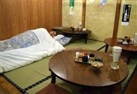 大阪・十三にふとんを貸し出す居酒屋がオープン