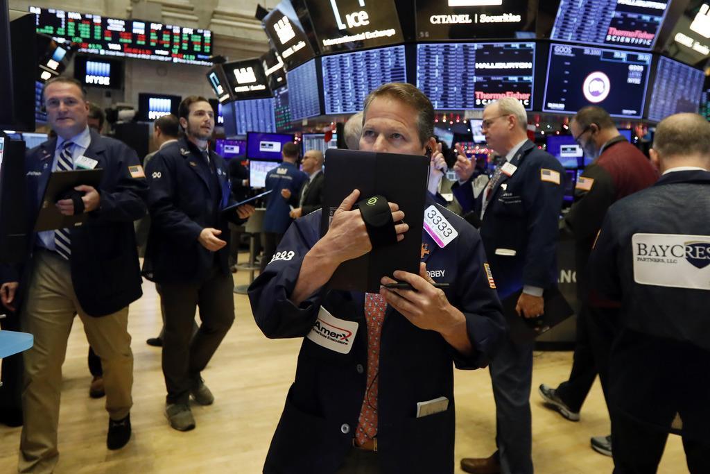 ニューヨーク株式市場のトレーダーたち=11日(AP)