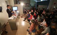 【ノーベル賞'19】神戸の元教諭がファラデーに 吉野さんも読んだ「ロウソクの科学」実演