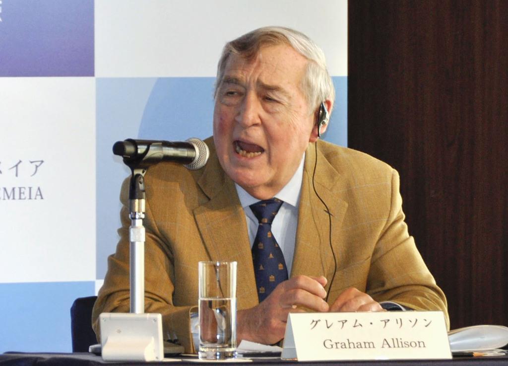 日本アカデメイアが開いたシンポジウムで話すハーバード大の国際政治学者グレアム・アリソン教授=12日、東京都内