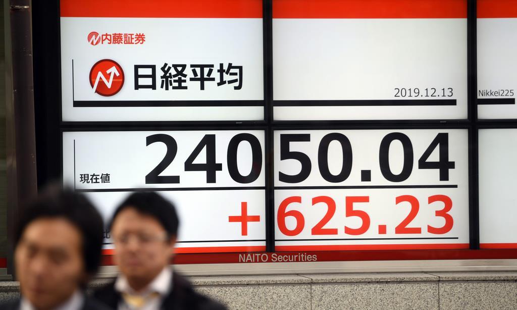 高値で推移する日経平均株価=13日午後、東京都中央区(鴨川一也撮影)