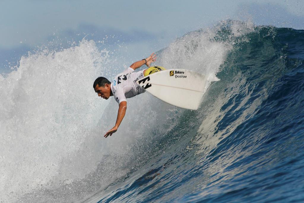 タヒチのタウポで開催されたプロサーフィンのトーナメント(ロイター)
