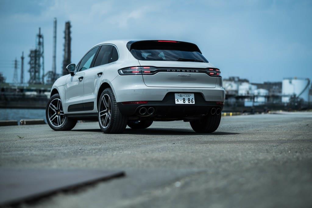 【主要諸元】全長×全幅×全高:4695mm×1925mm×1625mm、ホイールベース:2805mm、車両重量:1940kg、乗車定員:5名、エンジン:2995ccV型6気筒DOHCターボ(354ps/5400~6400rpm、480Nm/1360~4800rpm)、トランスミッション7AT、駆動方式:4WD、タイヤサイズ:フロント235/60R18、リア255/55R18、価格:874万9074円(OP含まず)。