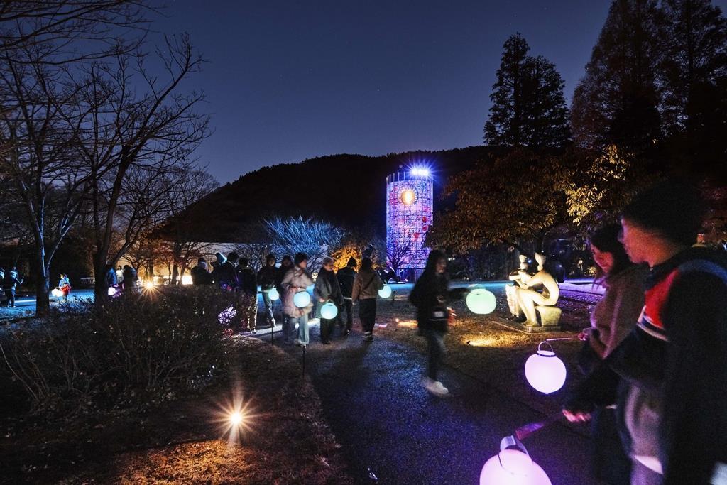 ●橋匡太《Glow with Night Garden Project in Hakone》(村上美都撮影、●=はしごだか)