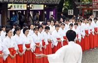 【動画あり】初詣に備えアルバイトの巫女110人が研修 北野天満宮