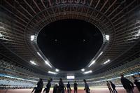 """""""聖地""""新国立競技場お披露目 「令和のスポーツの歴史刻む」と安倍首相"""