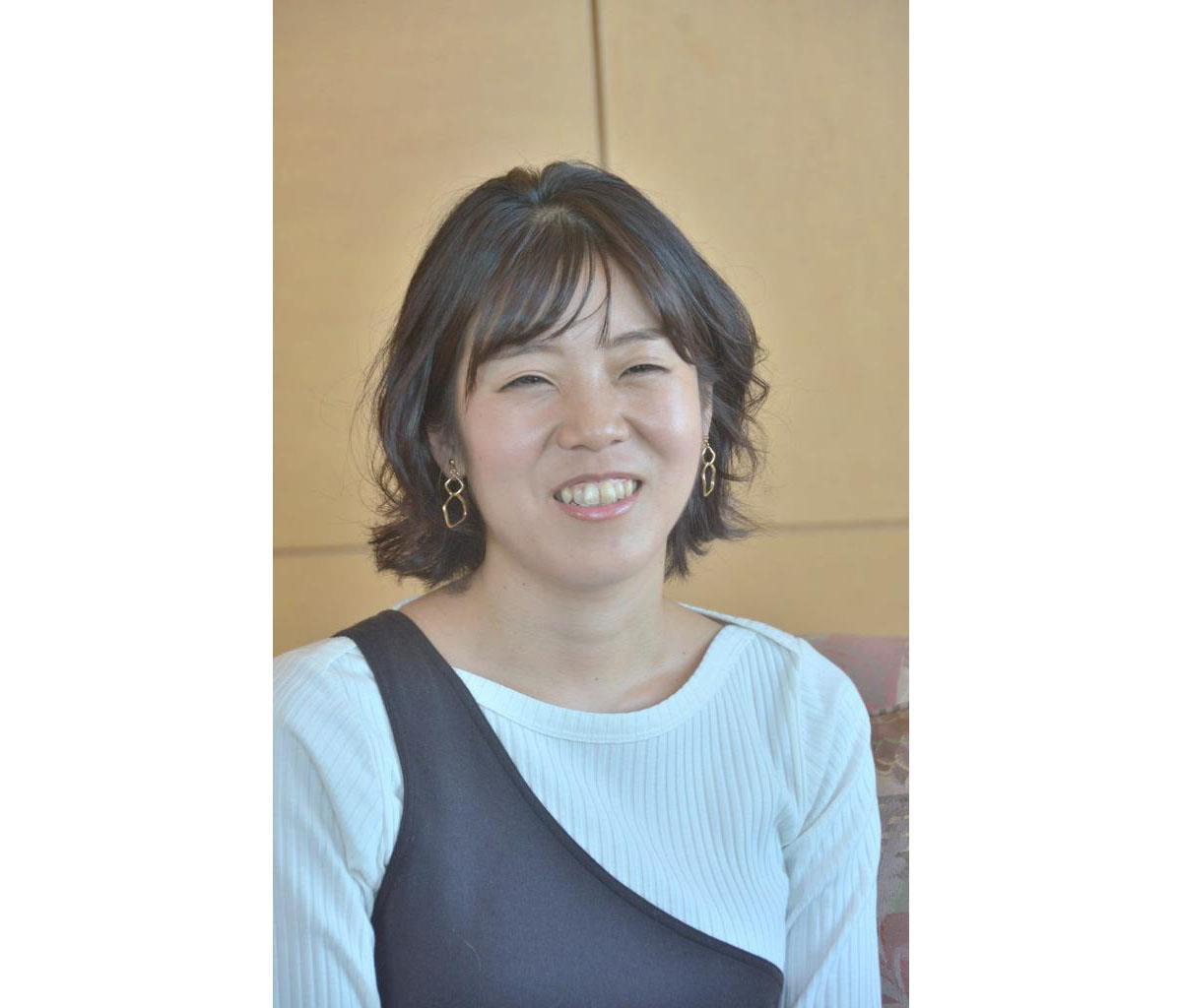 息子は小学生に。「成長したらしたで、やんちゃなところも出てきて大変」と笑う作家の島本理生さん