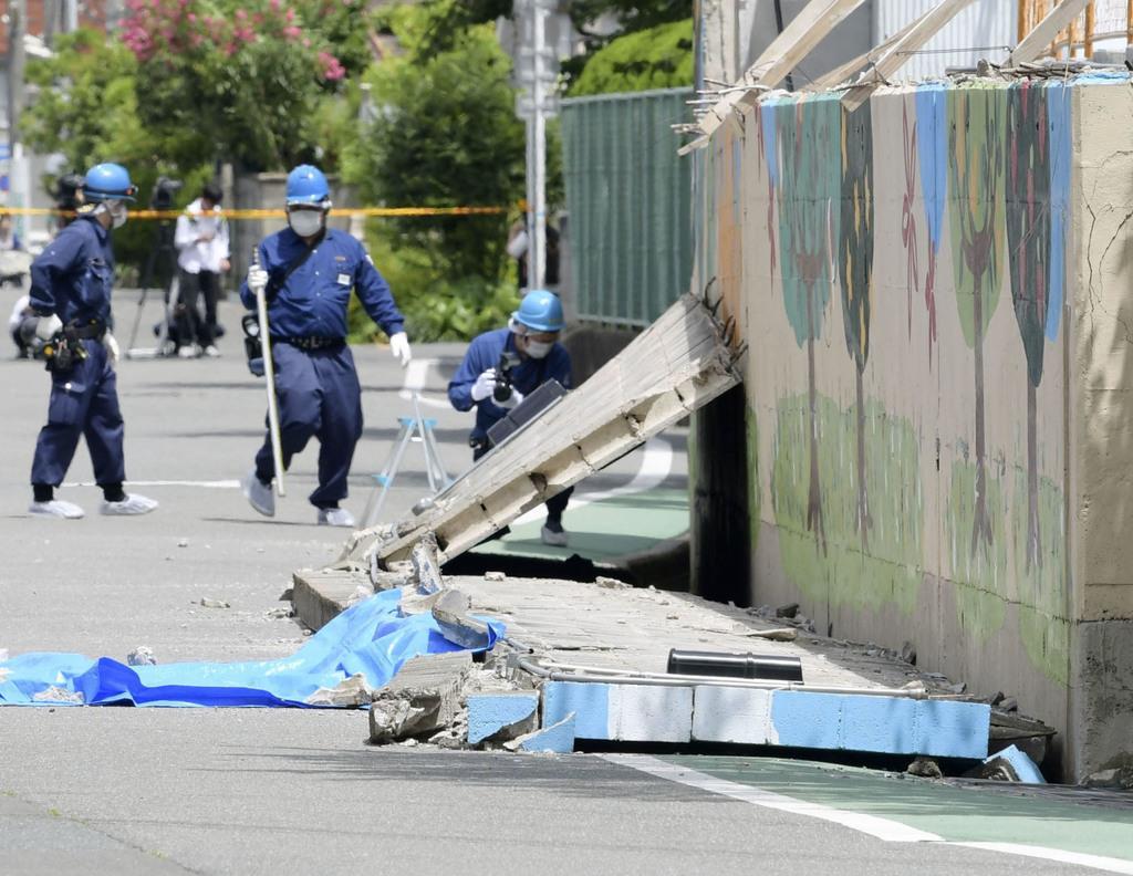 昨年6月、大阪府北部地震で倒壊した高槻市立寿栄小のブロック塀