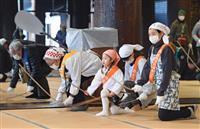 【動画あり】すす払いですっきり迎春 京都・東西本願寺