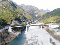 浜松市天竜区の落下つり橋、新橋が来年2月末に開通