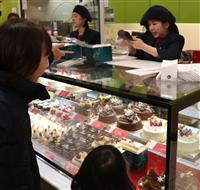 ケーキ食べてサンタ待つ クリスマスイブ、洋菓子店に客続々 和歌山