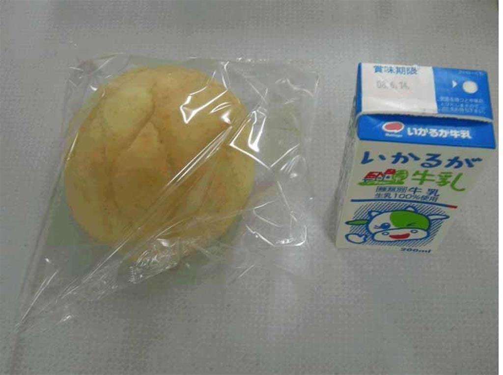 教諭 給食 持ち帰り 給食の残りのパンと牛乳31万円分を持ち帰り高校教諭が減給処分