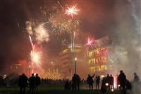 ドイツの過激な年越し花火に逆風 大気汚染につながり危険と指摘 まるで「市街戦」