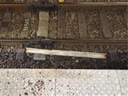 15キロの鋼材、線路に落下 名古屋市管理の陸橋から
