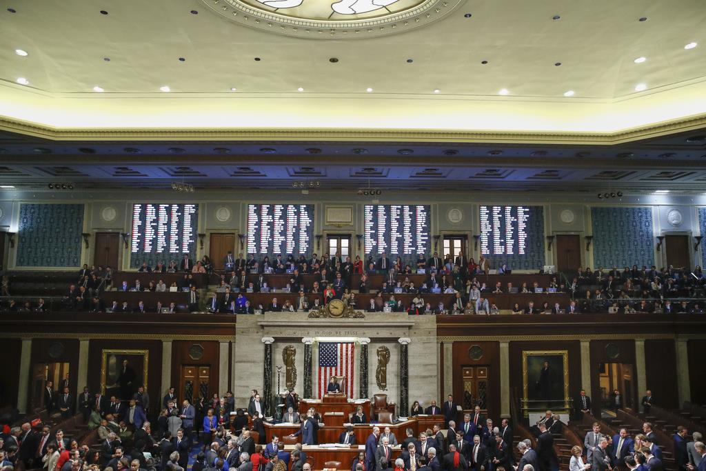 トランプ米大統領の弾劾訴追決議案の採決が行われた下院本会議(AP)