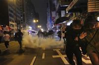 香港、新年早々に催涙弾 祝賀ムード吹き飛ぶ