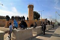 イラク米大使館周辺に居座る群衆 解散の説得にも応じず