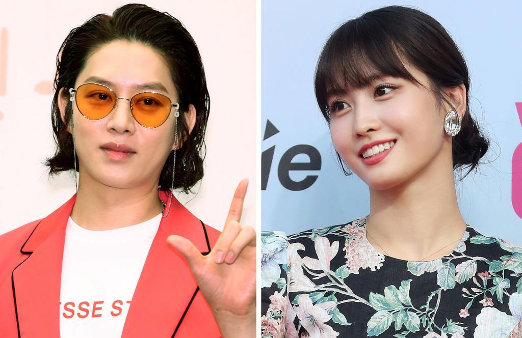 K-POP女性アイドルグループ「TWICE」のモモさん(右)と韓国の男性アイドルグループ「SUPER JUNIOR」のヒチョルさん(聯合=共同)