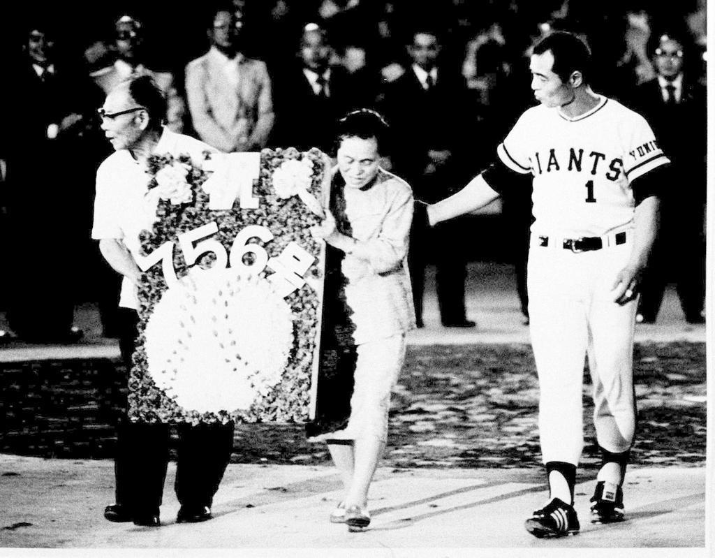 ハンク・アーロンの世界記録を抜く通算756号本塁打…|【話の肖像画 ...