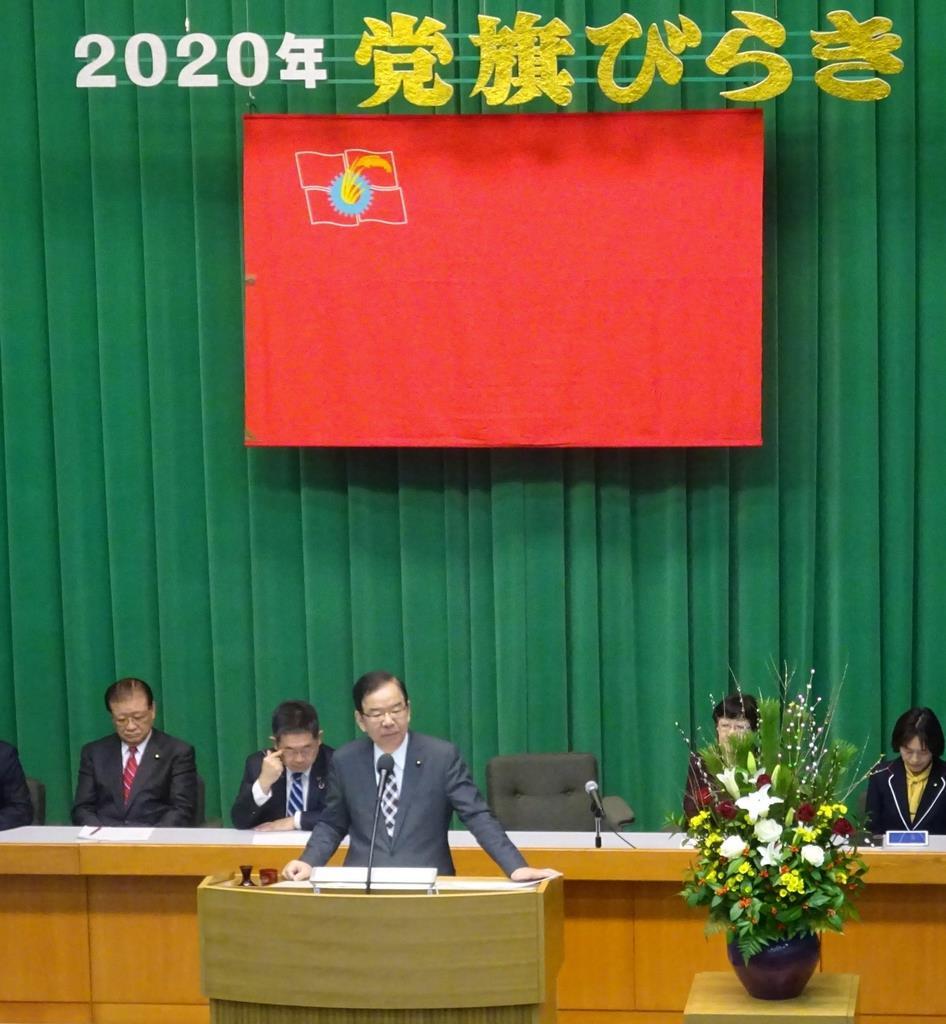「党旗びらき」であいさつした共産党の志位和夫委員長(中央)=4日、東京・代々木(内藤慎二撮影)